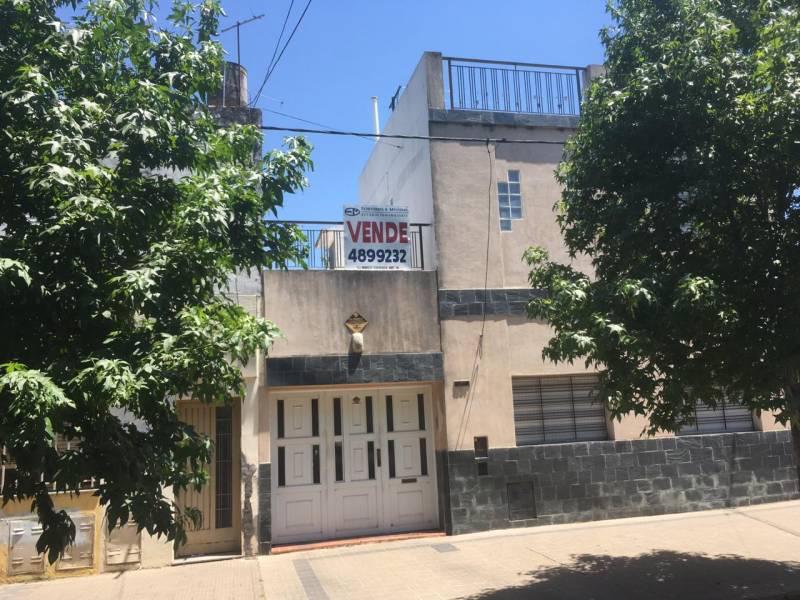 Foto Casa en Venta en  Centro,  Rosario  Saavedra al 1300