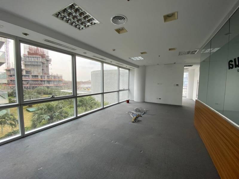 Foto Oficina en Alquiler en  Puerto Madero ,  Capital Federal  Lola mora al 400