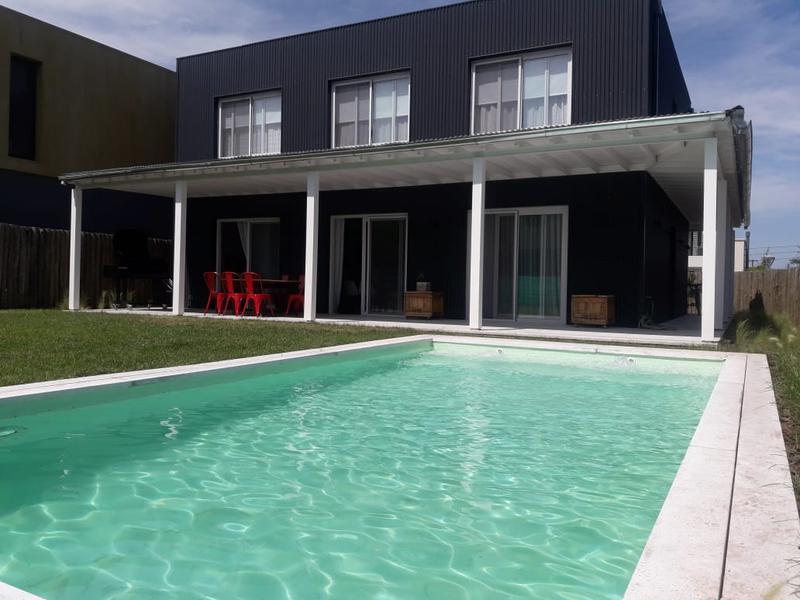 Foto Casa en Alquiler temporario en  Boulogne,  San Isidro      Casa 5 Amb + Play y Escrit en B° Los Patricios, San Isidro