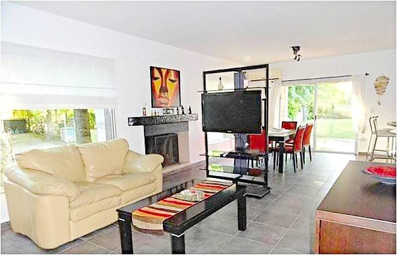 Foto Casa en Alquiler temporario en  Escobar ,  G.B.A. Zona Norte  Casa en alquiler temporal con pileta 3 dorm