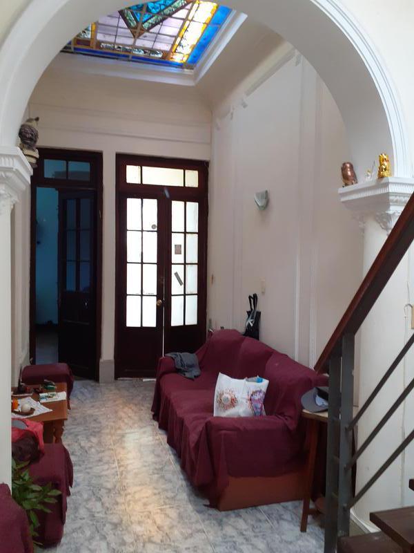 Foto Casa en Venta en  La Comercial ,  Montevideo  Casa de 3 dormitorios, Garage y barbacoa a 5 cuadras de 3 Cruces