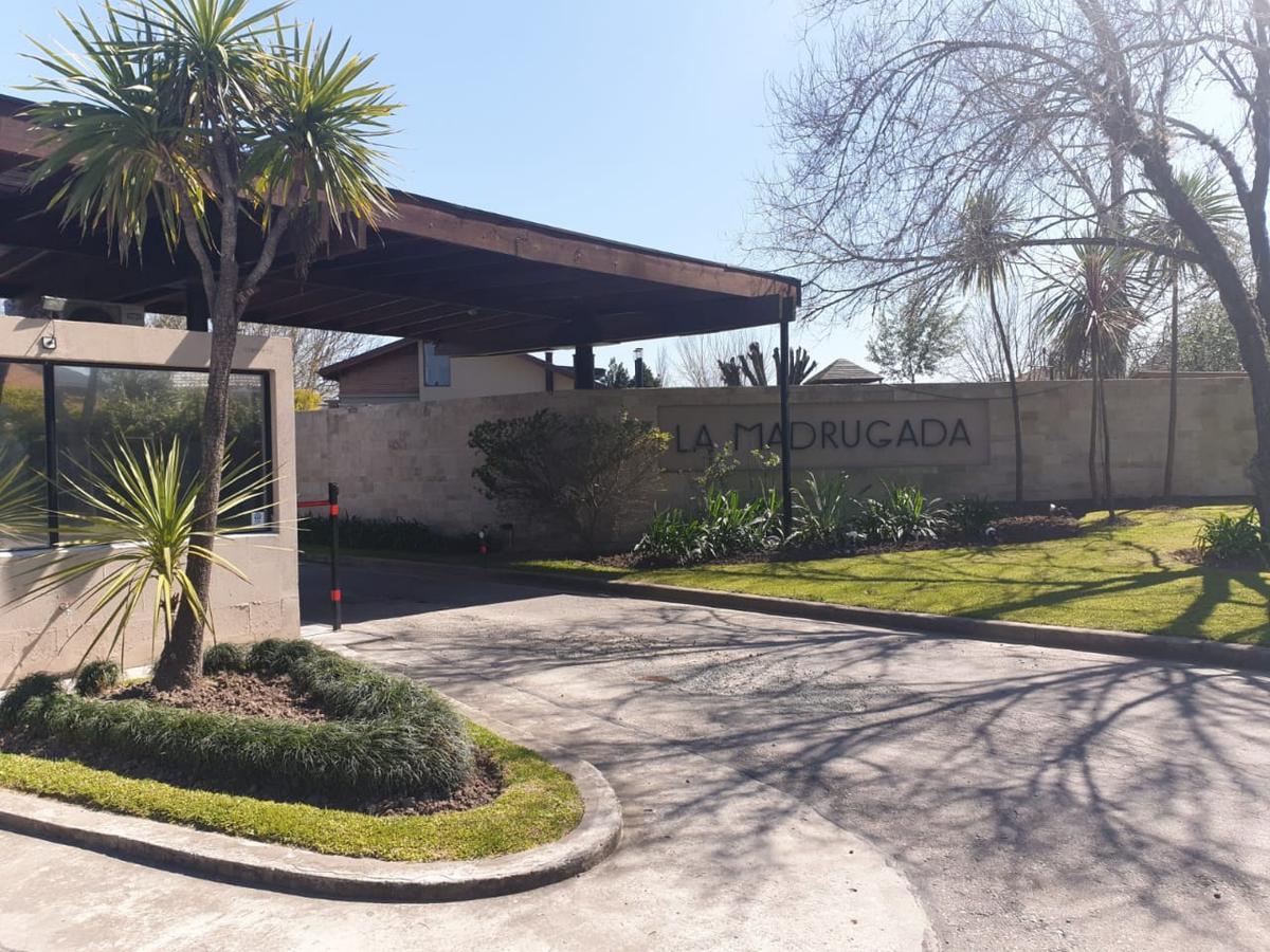 Foto Casa en Alquiler en  La Madrugada,  Countries/B.Cerrado (Pilar)  Alquiler de casa 5 amb con piscina en Bº cerrado La Madrugada, Pilar