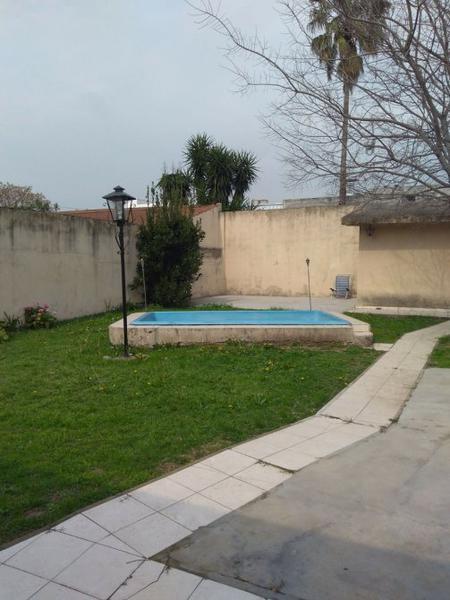 Foto Casa en Venta en  Lomas de Zamora Oeste,  Lomas De Zamora  Rivera 1566