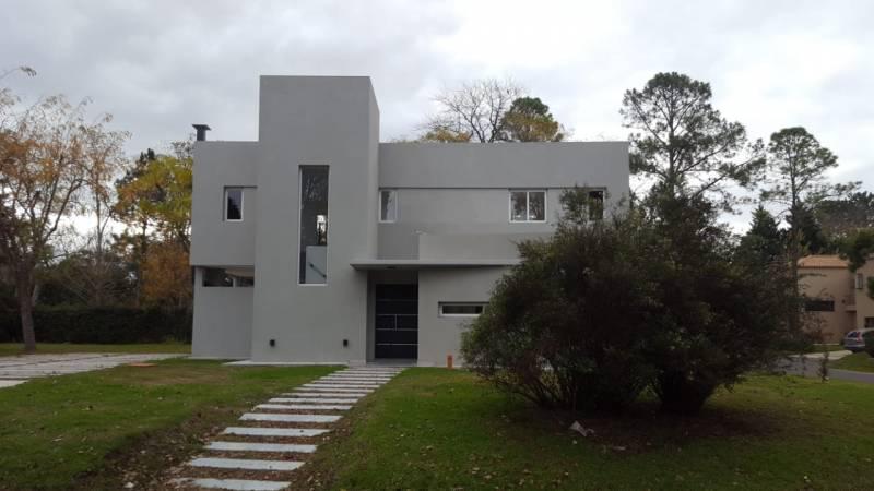 Foto Casa en Venta en  Loma Verde,  Escobar  Barrio El Aromo al 900