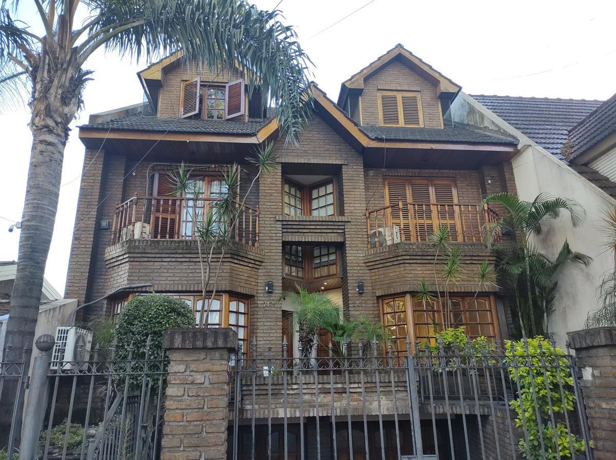 Foto Casa en Venta en  Ciudad Jardin Del Palomar,  Tres De Febrero  AV. WERNICKE al 2400