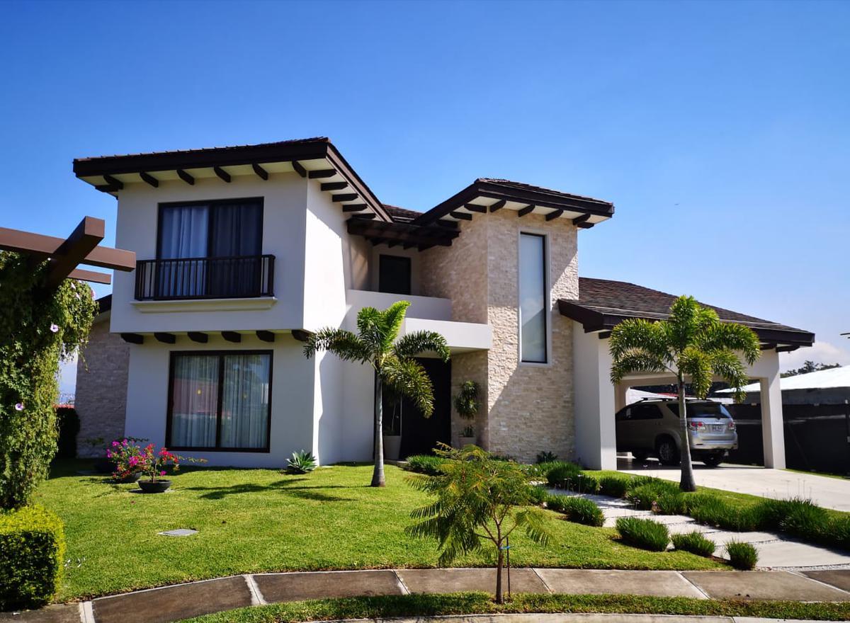Foto Casa en condominio en Venta en  Piedades,  Santa Ana  Contemporánea/ Espaciosa/ 4 habitaciones/ Jardín