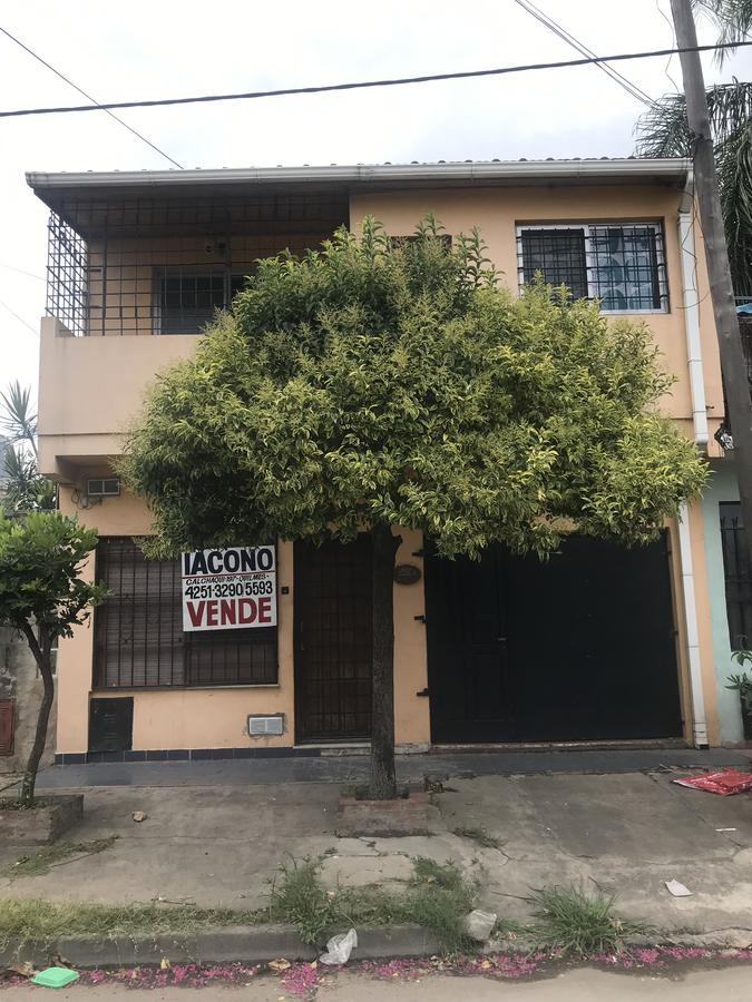 Foto PH en Venta en  Quilmes Oeste,  Quilmes  Corrientes nº 3832 e/ Paraguay (calle 388) y Perata (calle 389)