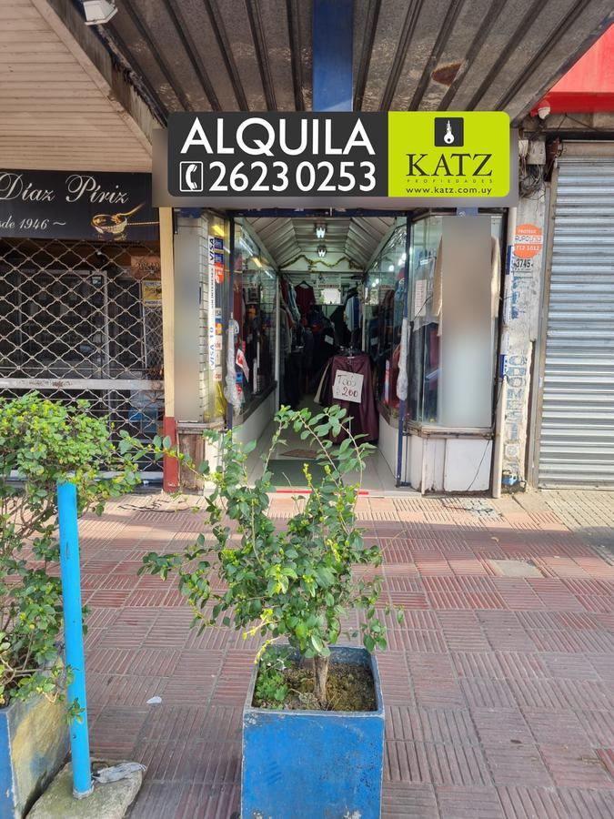 Foto Local en Alquiler en  Unión ,  Montevideo  8 DE OCTUBRE PROX SERRATO