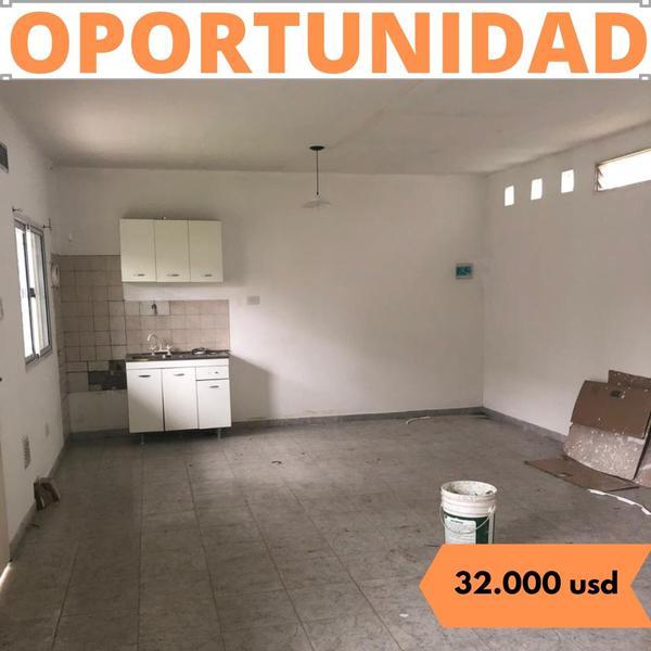 Foto Casa en Venta en  Zapiola,  Lujan  Montes Carballo  Nº 2361 B