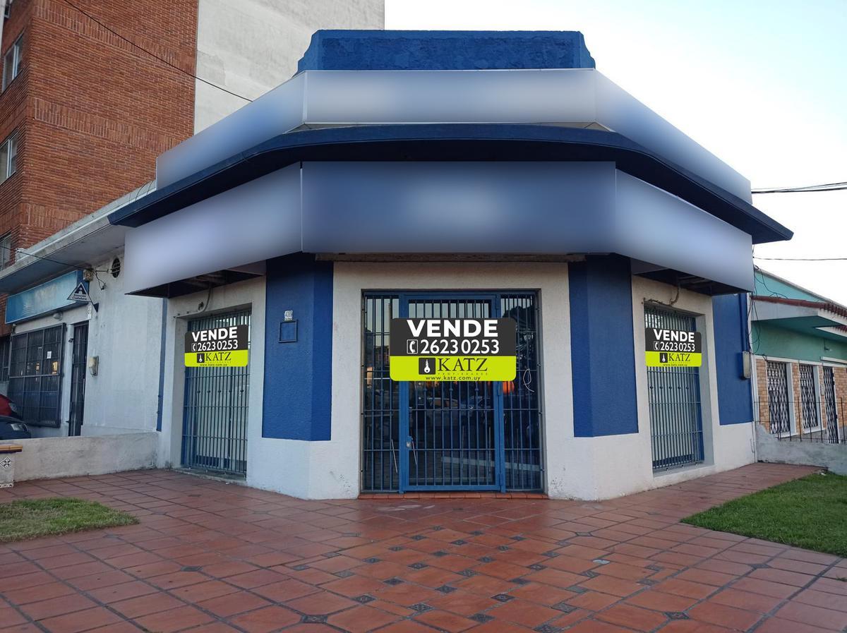 Foto Local en Venta en  Malvín ,  Montevideo  Av. Italia esq. Caldas (dos locales)