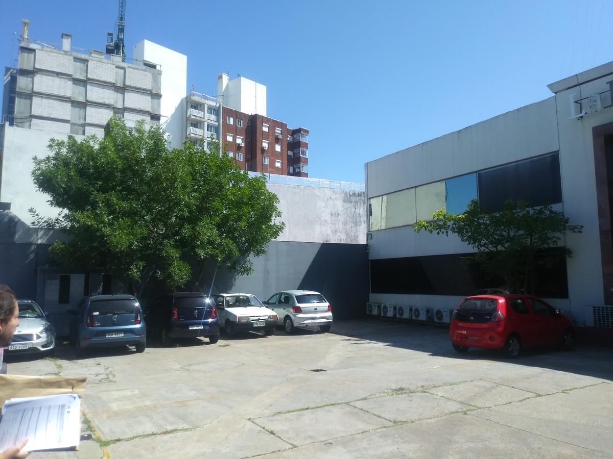 Foto Edificio Comercial en Venta en  La Blanqueada ,  Montevideo  Av. Gral. Garibaldi