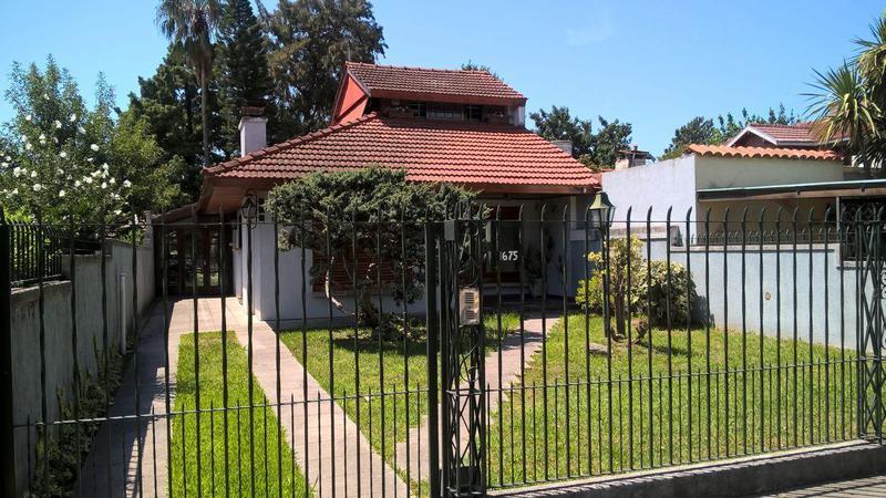 Foto Casa en Venta en  Adrogue,  Almirante Brown  Chalet  URIBURU 1675, Adrogué