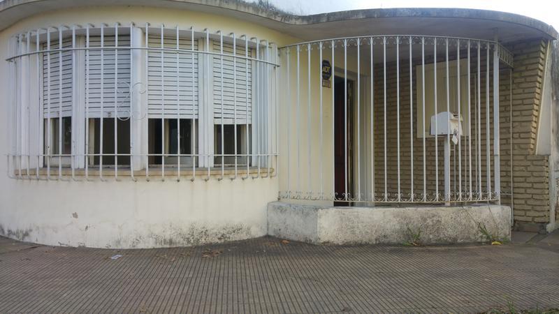 Foto Casa en Venta en  Haedo Sur,  Haedo  Velez Sarfield al 1200