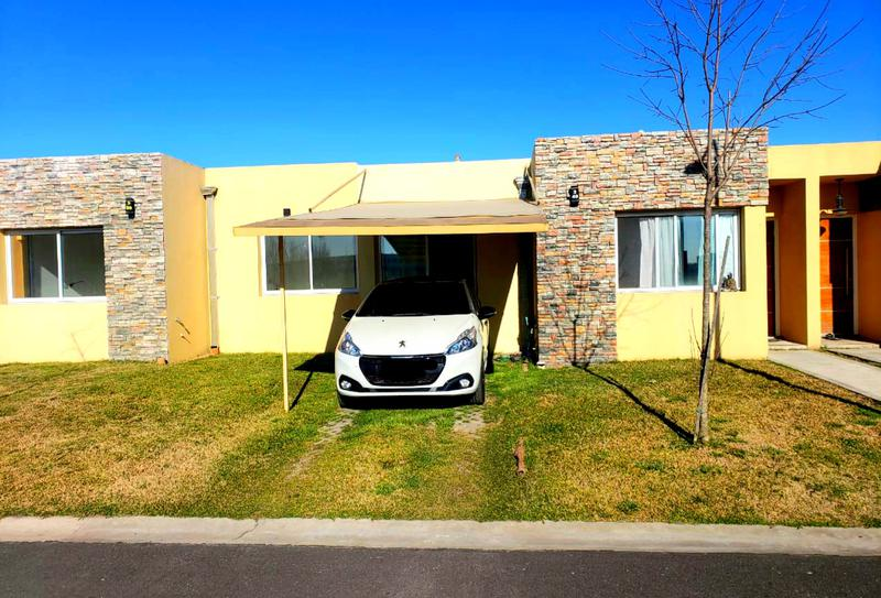 Foto Casa en Venta en  Monte Grande,  Esteban Echeverria  Venta - Casa en Barrio Los Robles - Monte Grande