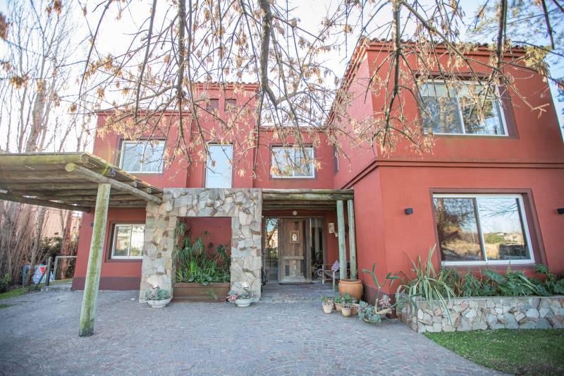 Foto Casa en Venta en  Bella Vista,  San Miguel  Mayor Irusta al 3700