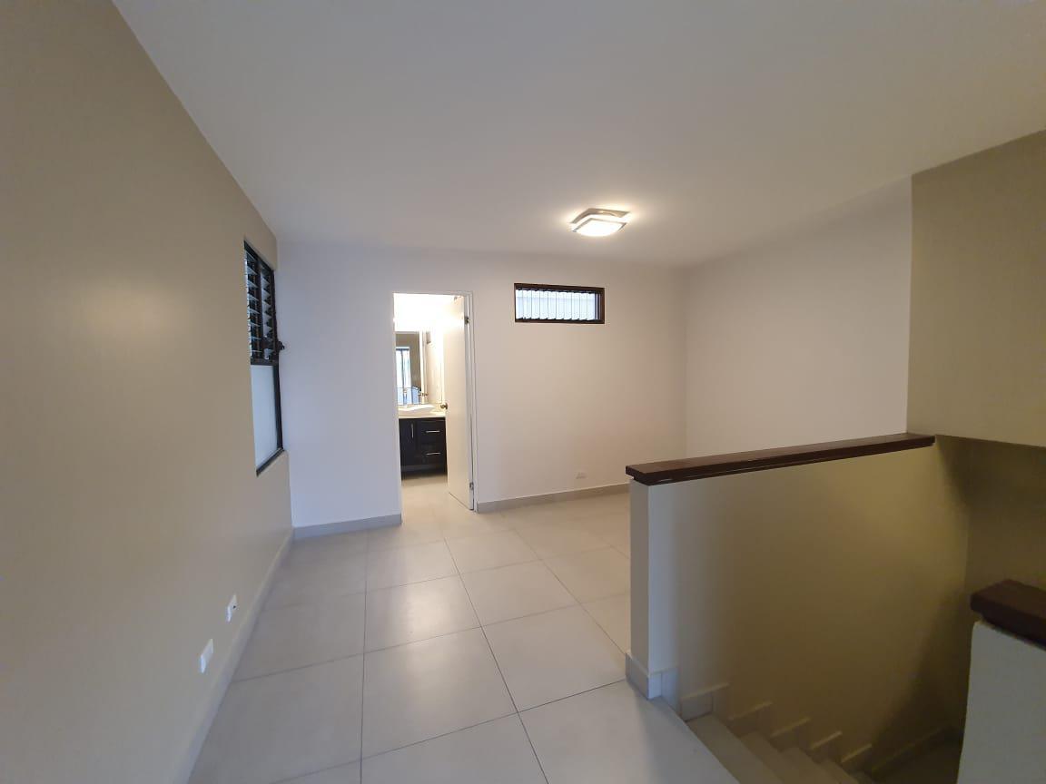 Foto Casa en condominio en Renta en  San Rafael,  Escazu  Trejos Montealegre / Town House / Cuarto de servicio