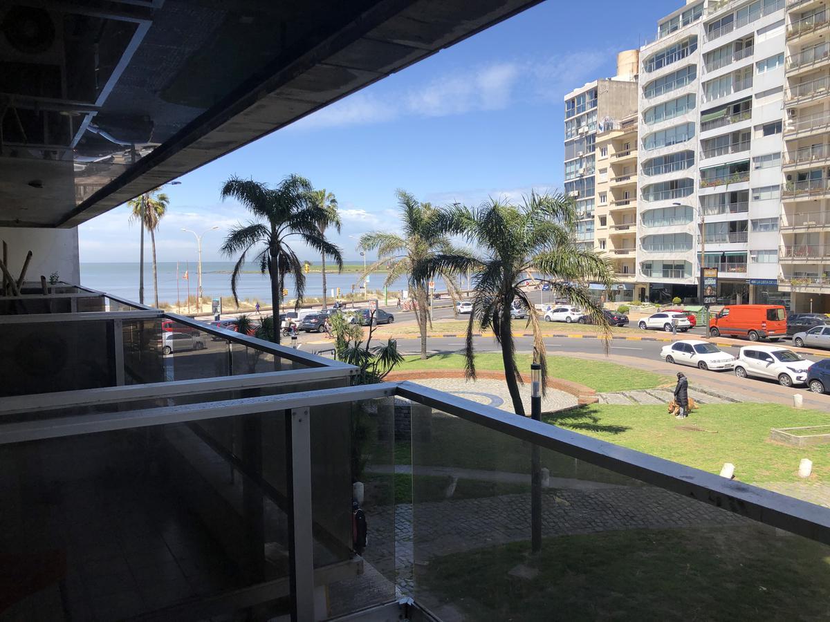 Foto Apartamento en Alquiler en  Pocitos ,  Montevideo  Avda. Brasil y Rambla