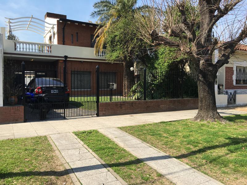 Foto Casa en Venta |  en  Lomas de Zamora Oeste,  Lomas De Zamora  POSADAS al 700