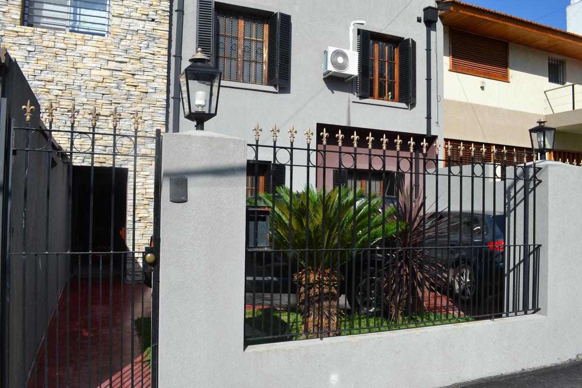 Foto Casa en Alquiler en  Mart.-Vias/Santa Fe,  Martinez  Arenales al 1500
