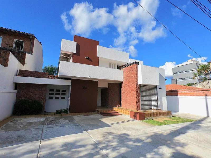 Foto Casa en Alquiler en  Las Lomas,  Santisima Trinidad  Zona Molas López y Aviadores, cerca de Distribuidora Gloria
