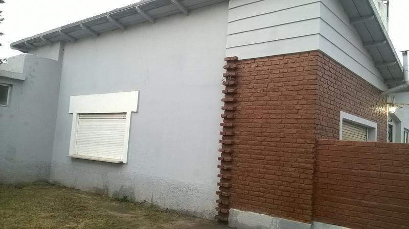Foto Casa en Venta en  Villa Regina,  General Roca  CASA CENTRICA-V.REGINA
