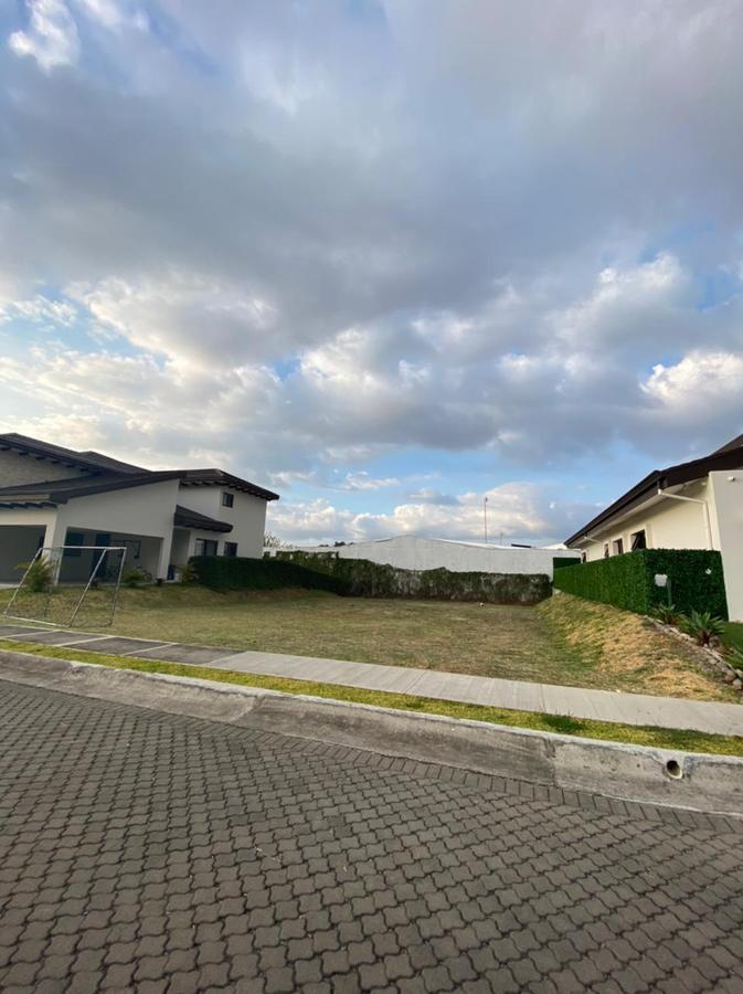 Foto Terreno en Venta en  Piedades,  Santa Ana  Ubicación privilegiada/Terreno plano/Familiar/Seguridad