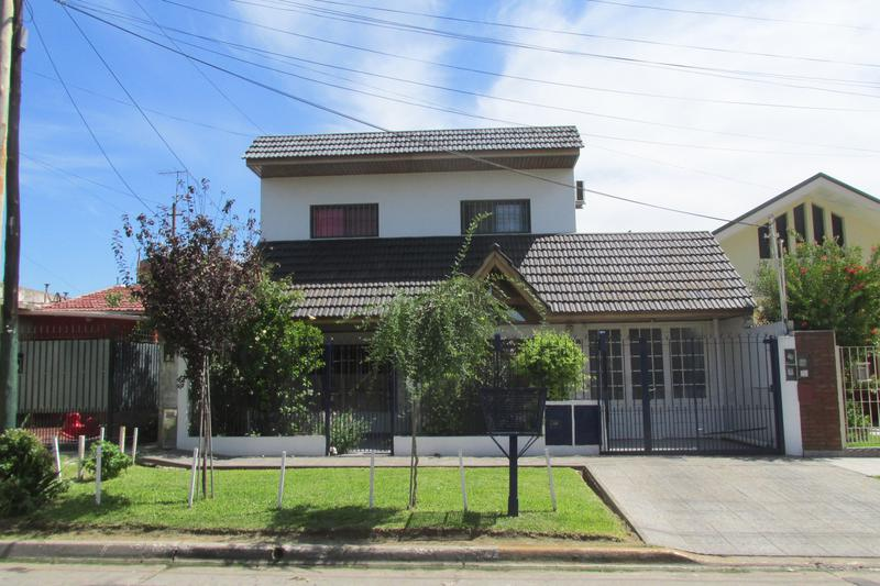 Foto Casa en Venta en  Lomas de Zamora Oeste,  Lomas De Zamora  JORGE 71
