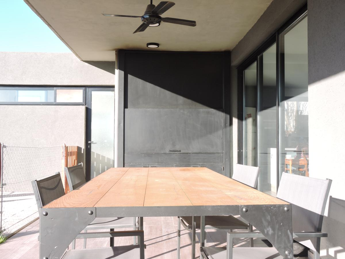 Foto Casa en Venta en  Funes ,  Santa Fe  San Sebastian - Casa 4 dormitorios con piscina - Casi a estrenar