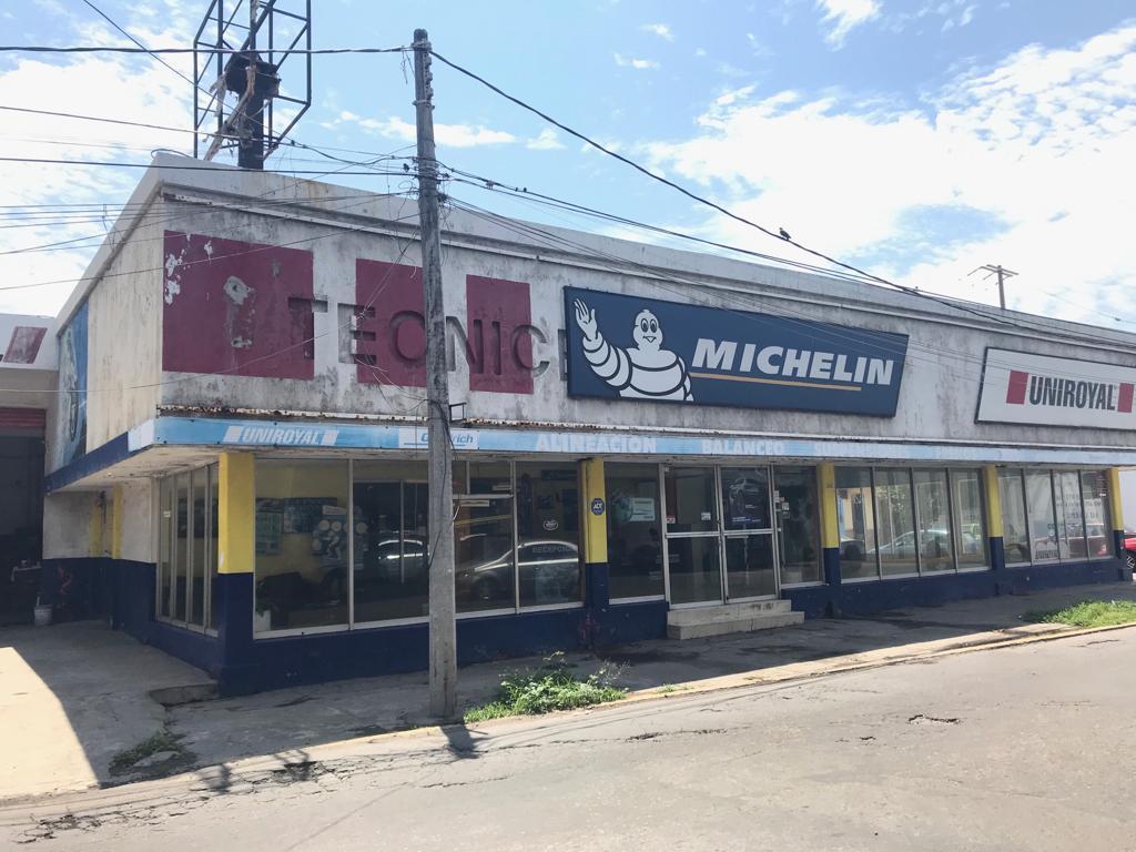 Foto Local en Venta en  Faros,  Veracruz  COL. CENTRO, Llantera en VENTA con taller, oficinas y bodega. Funcionando