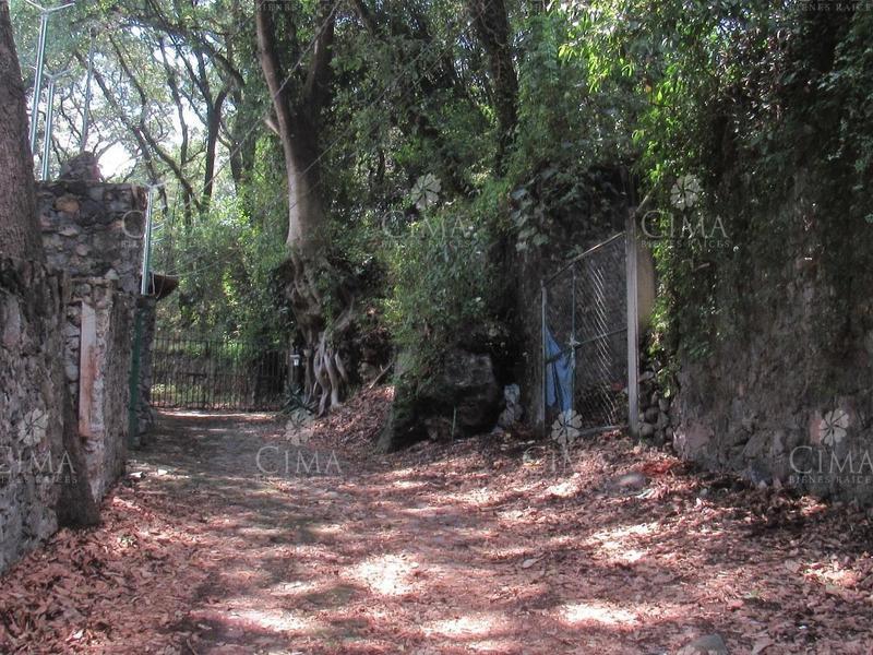 Foto Terreno en Venta en  Pueblo Santa María Ahuacatitlán,  Cuernavaca  VENTA TERRENO EN PRIVADA EN CUERNAVACA - T6