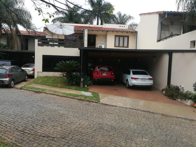 Foto Casa en Venta en  San Lorenzo ,  Central  Zona Shopping Pinedo