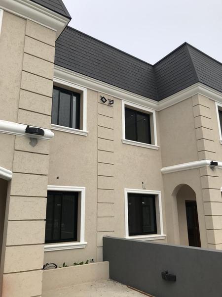 Foto Casa en Alquiler en  City Bell,  La Plata  13 c entre 461 y 461 b