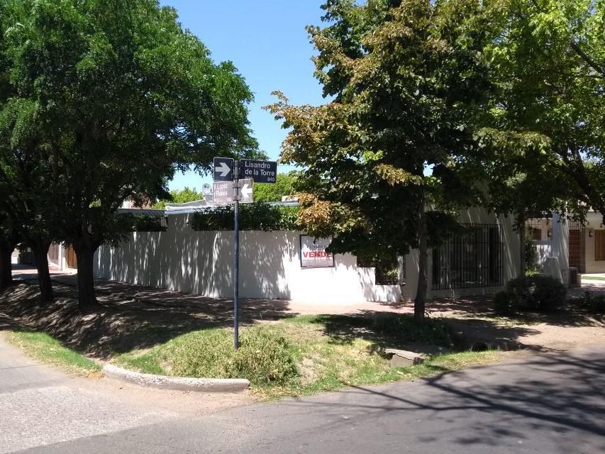 Foto Casa en Venta en  San Rafael ,  Mendoza  Lisandro de la Torre y Vicente Lopez y Planes