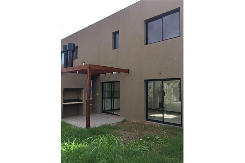 Foto Casa en Venta en  Maria Eugenia,  Paso Del Rey  Duplex - Barrio Cerrado -Graham Bell esq. Int. Corvalan - Lado norte