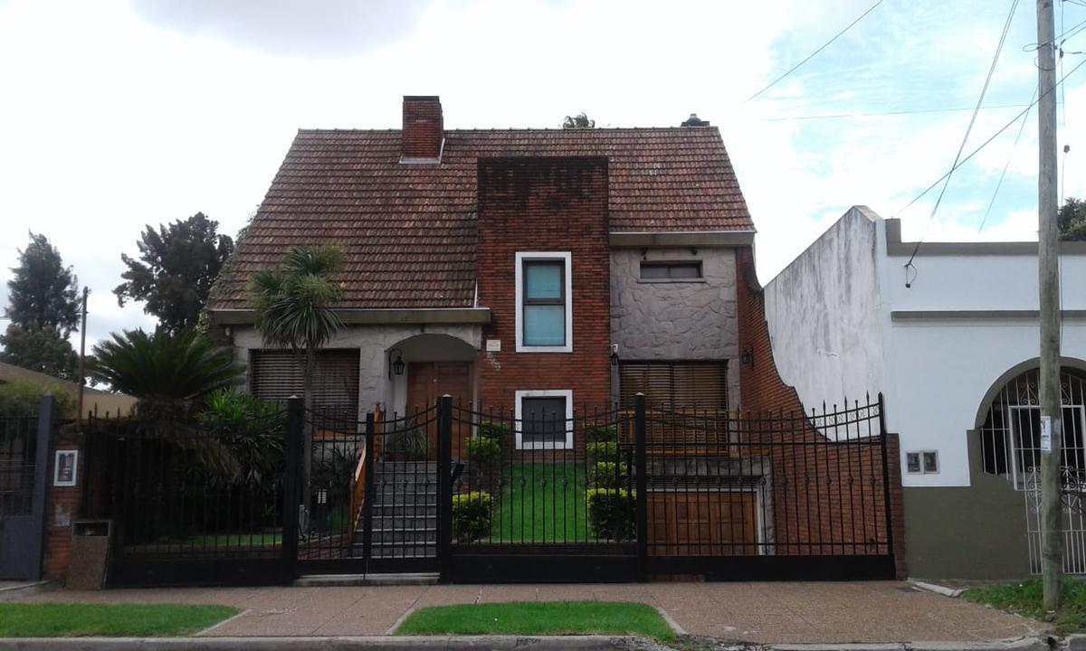Foto Casa en Venta en Ventura Bustos al 1700, G.B.A. Zona Oeste | Moron | Castelar