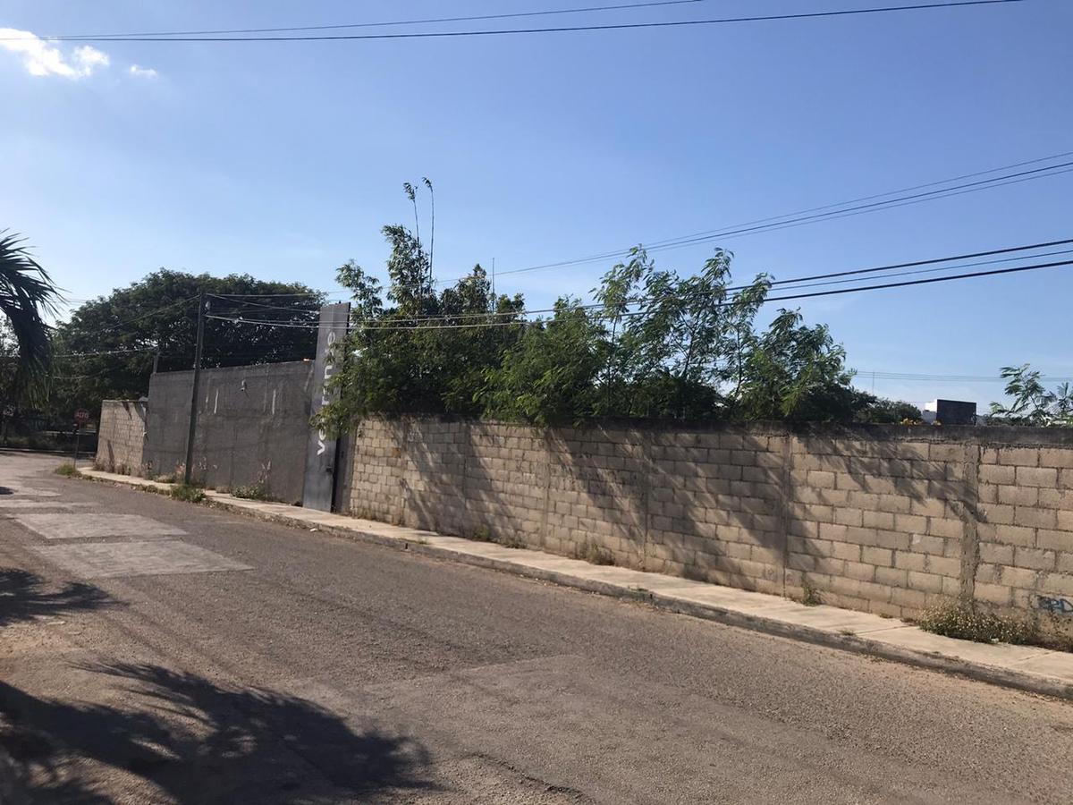 Foto Terreno en Venta en  Núcleo Sodzil,  Mérida  Excelente terreno en Sodzil Norte, ideal para inversionistas y constructores! En esquina y con todos los servicios!