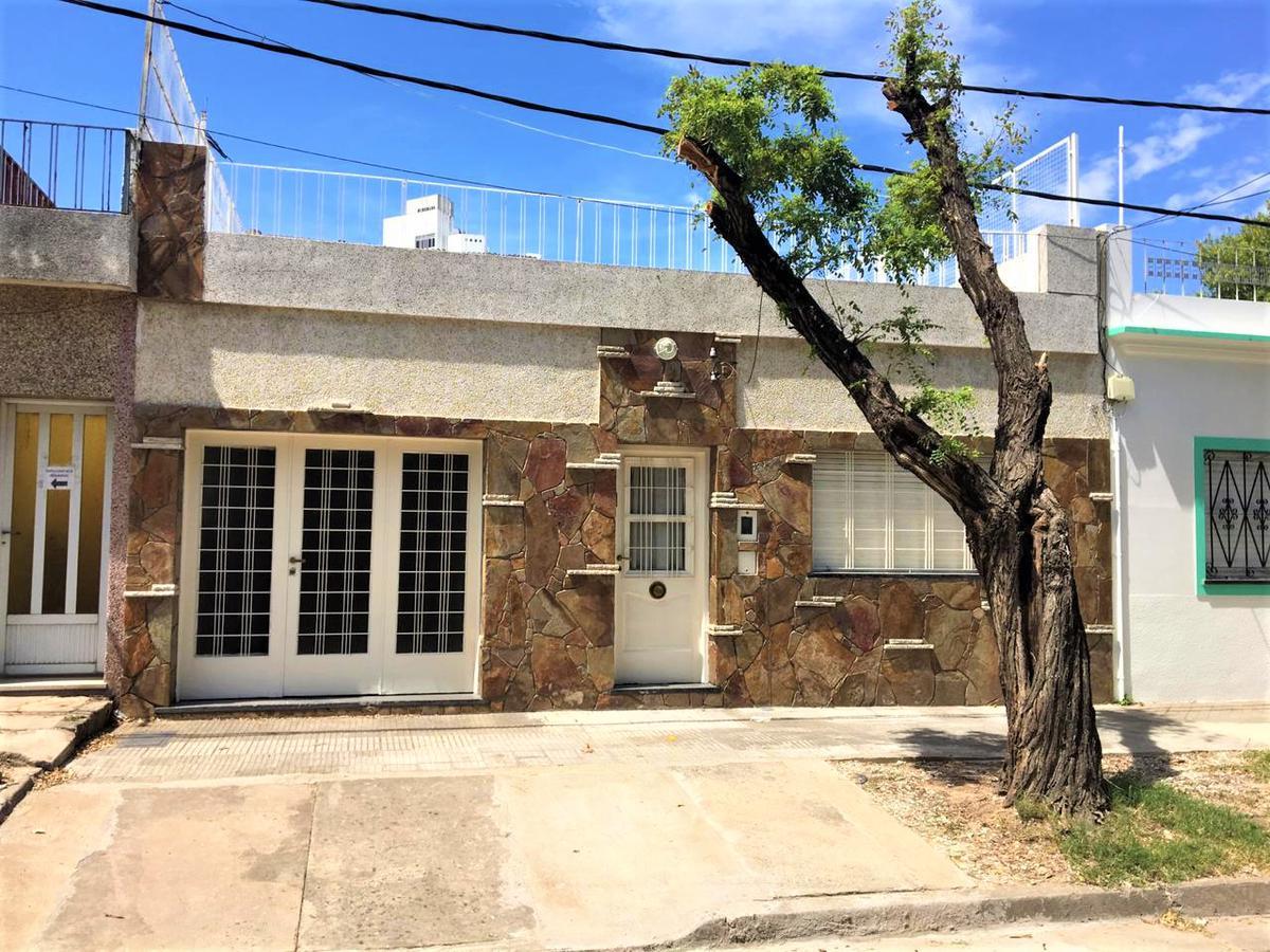 Foto Casa en Alquiler en  Sarmiento,  Rosario  M. Gallini 1218