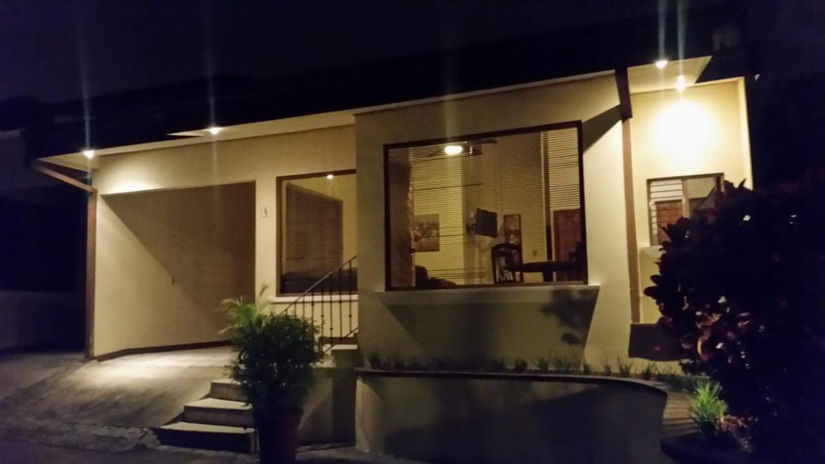 Foto Departamento en Renta en  Bello Horizonte,  Escazu  Escazú/ Casa Amueblada/ Comunidad cerrada/ Áreas verdes