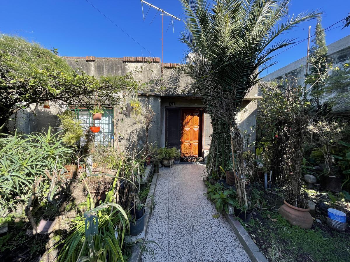 Foto Casa en Venta en  Quilmes Oeste,  Quilmes  Lisandro de la torre 175 entre Jujuy y La Rioja