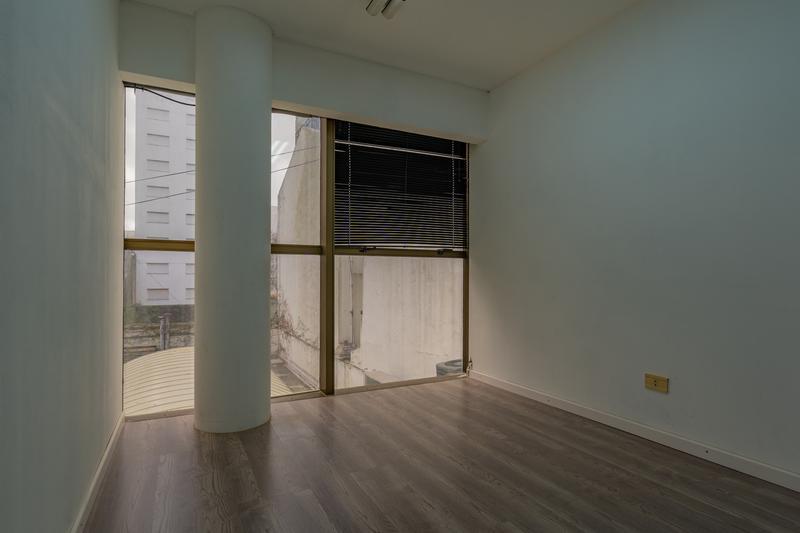 Foto Oficina en Venta en  Centro,  Mar Del Plata  Av. Pedro Luro entre Hipolito Yrigoyen y La Rioja
