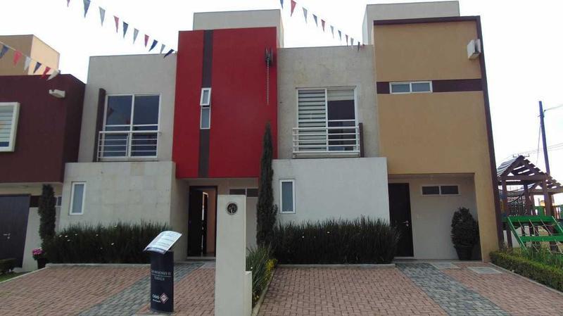 Foto Casa en condominio en Venta |  en  San Mateo Otzacatipan,  Toluca  CASA EN VENTA EN FRACC. COL. SA MATEO OTZACATIPAN