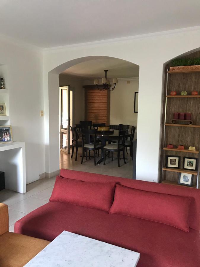 Foto Casa en Alquiler en  Av. Peron ,  Yerba Buena  country jockey club