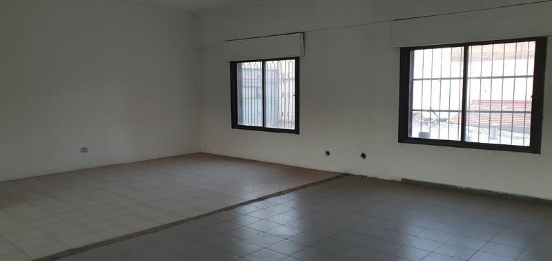 Foto Local en Alquiler en  Área Centro Sur,  Capital  Sarmiento al 100
