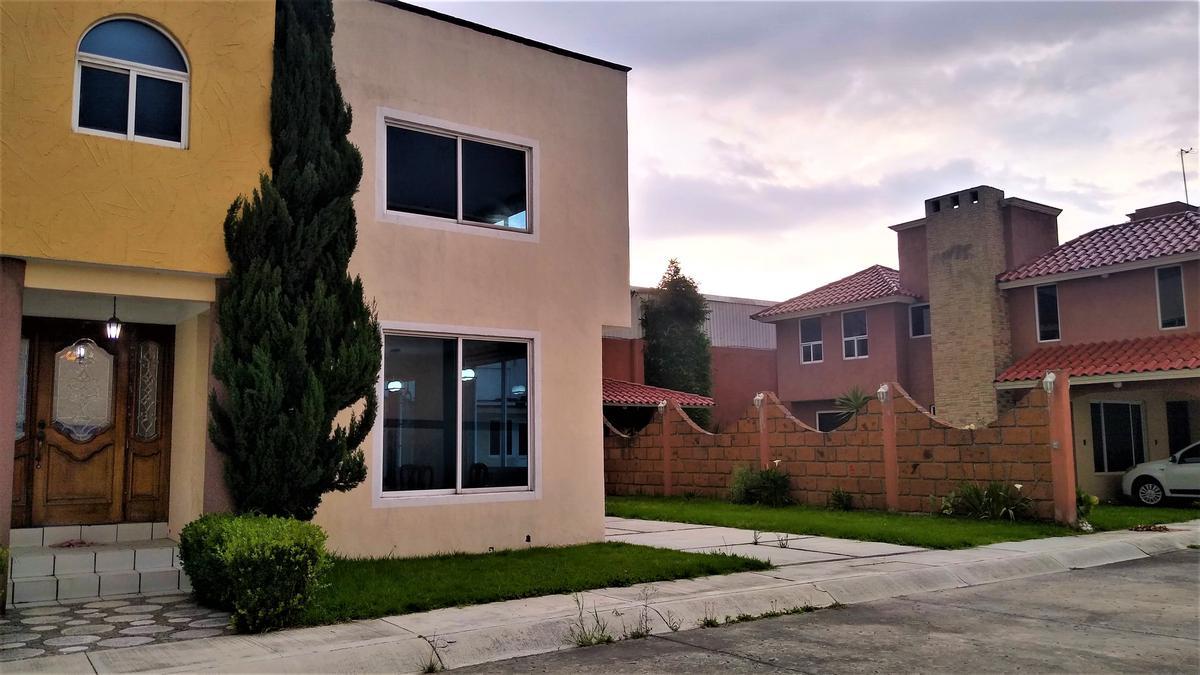 Foto Casa en Renta en  Santa María Totoltepec,  Toluca  Casa en Renta Cerca Zona Industrial Toluca y Tollocan, Atrás Nissan