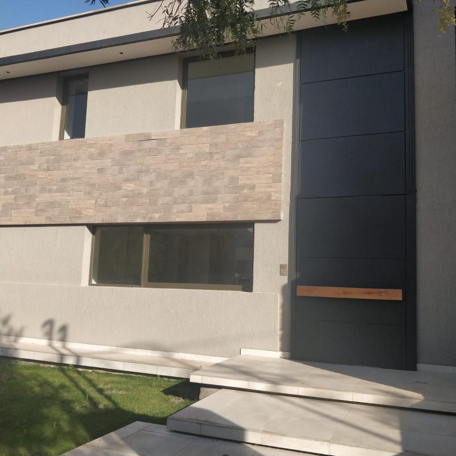 Foto Casa en Venta en  Capital ,  Mendoza  Bº Dalvian