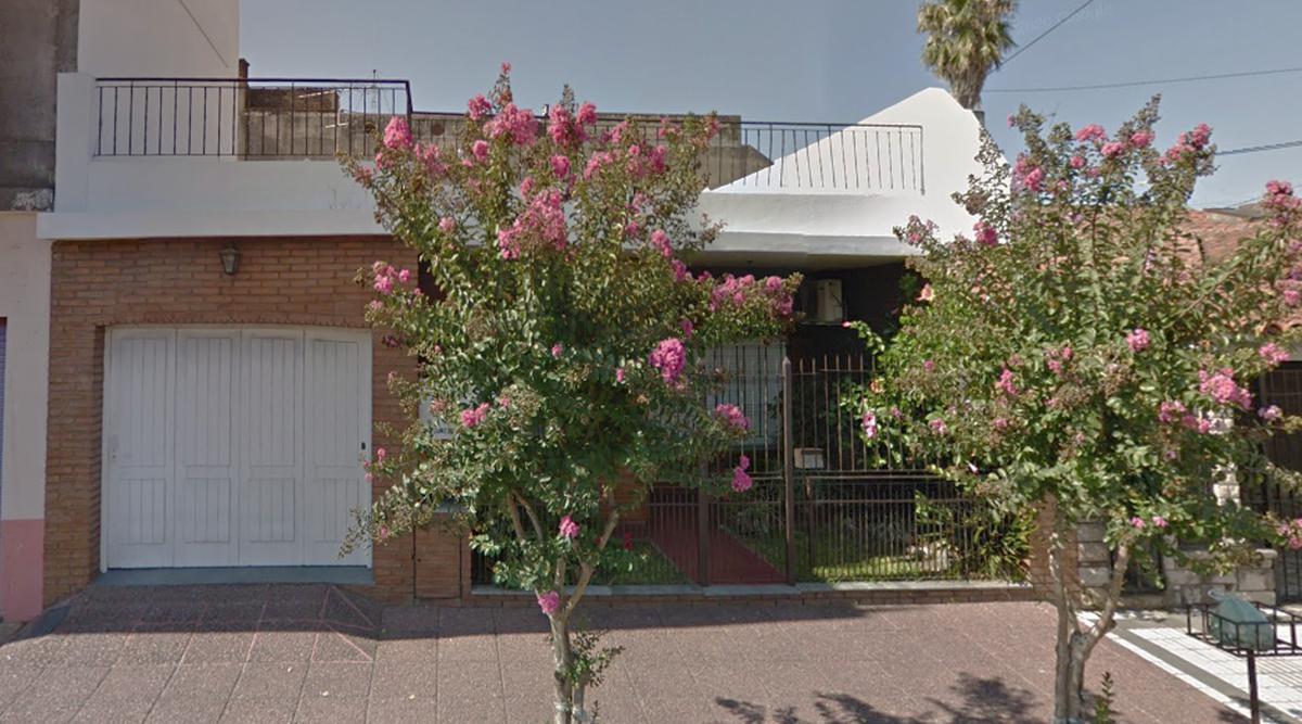 Foto Casa en Venta en  Bernal,  Quilmes  General Alvarez al 400