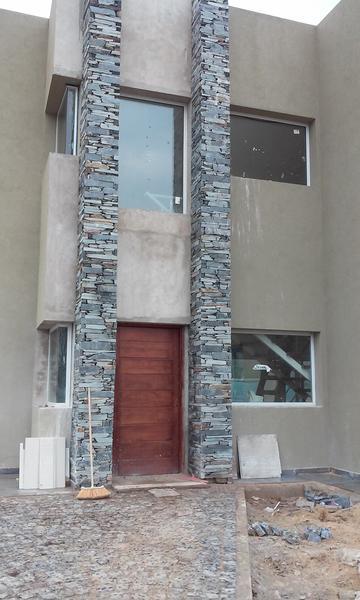 Foto Casa en Venta en  Valdevez,  Tristan Suarez  Autopista Ezeiza-Cañuelas km 41