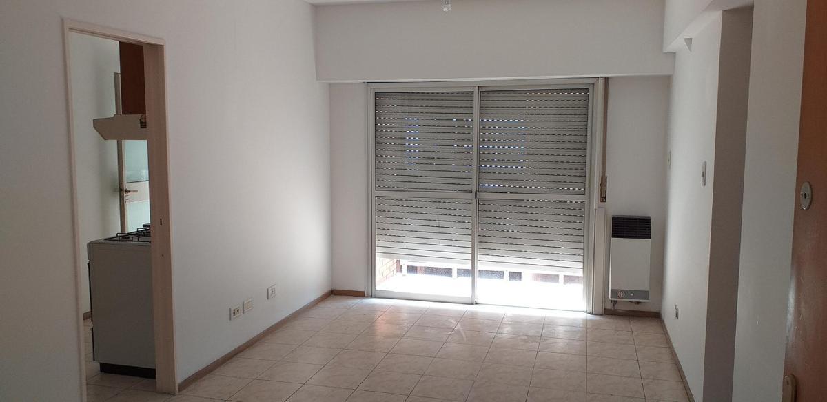 Foto Departamento en Alquiler en  Ramos Mejia Sur,  Ramos Mejia          Av. RIVADAVIA 13930 5º C
