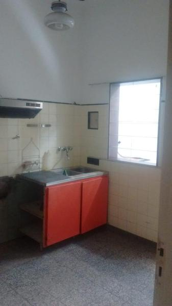 Foto Casa en Alquiler en  Moron Sur,  Moron  Gral. Tomás Guido al 800
