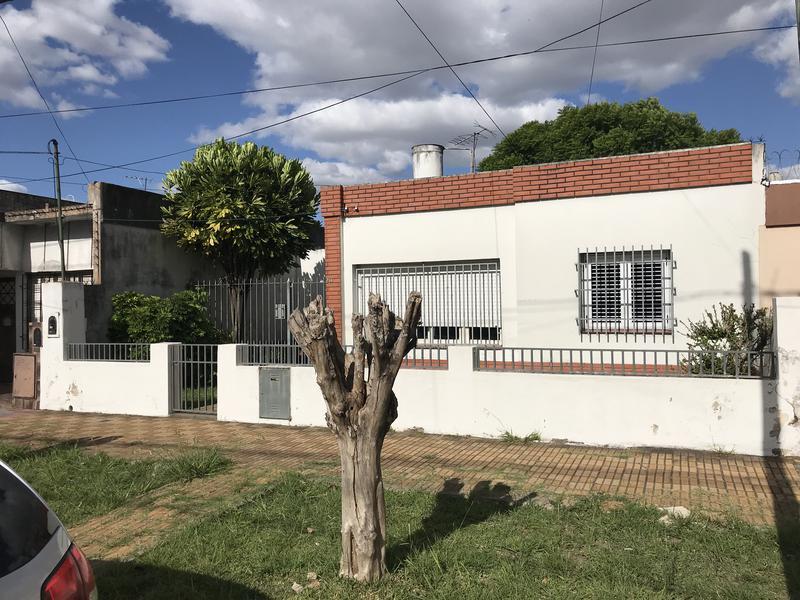 Foto Casa en Venta en  Lomas de Zamora Oeste,  Lomas De Zamora  MANUEL DE FALLA 261
